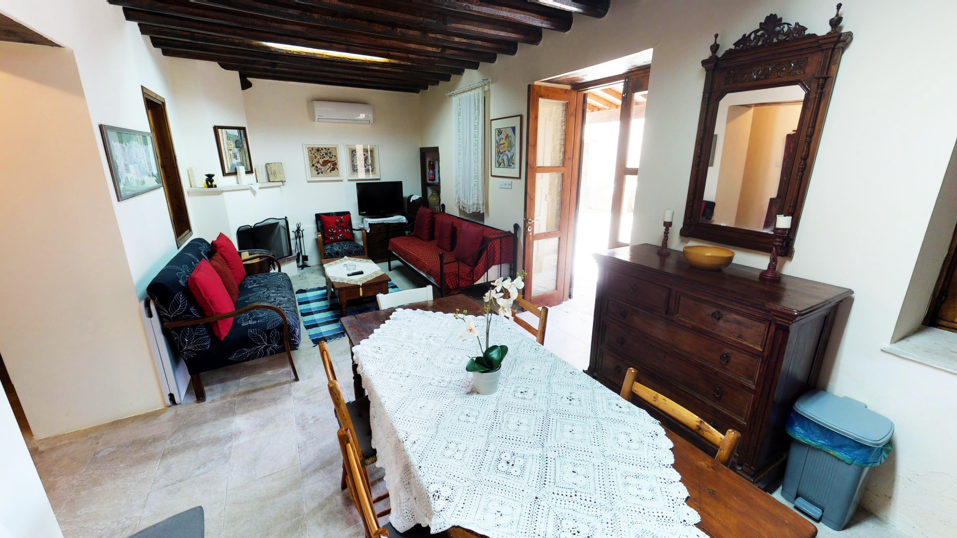 Kamara Down House