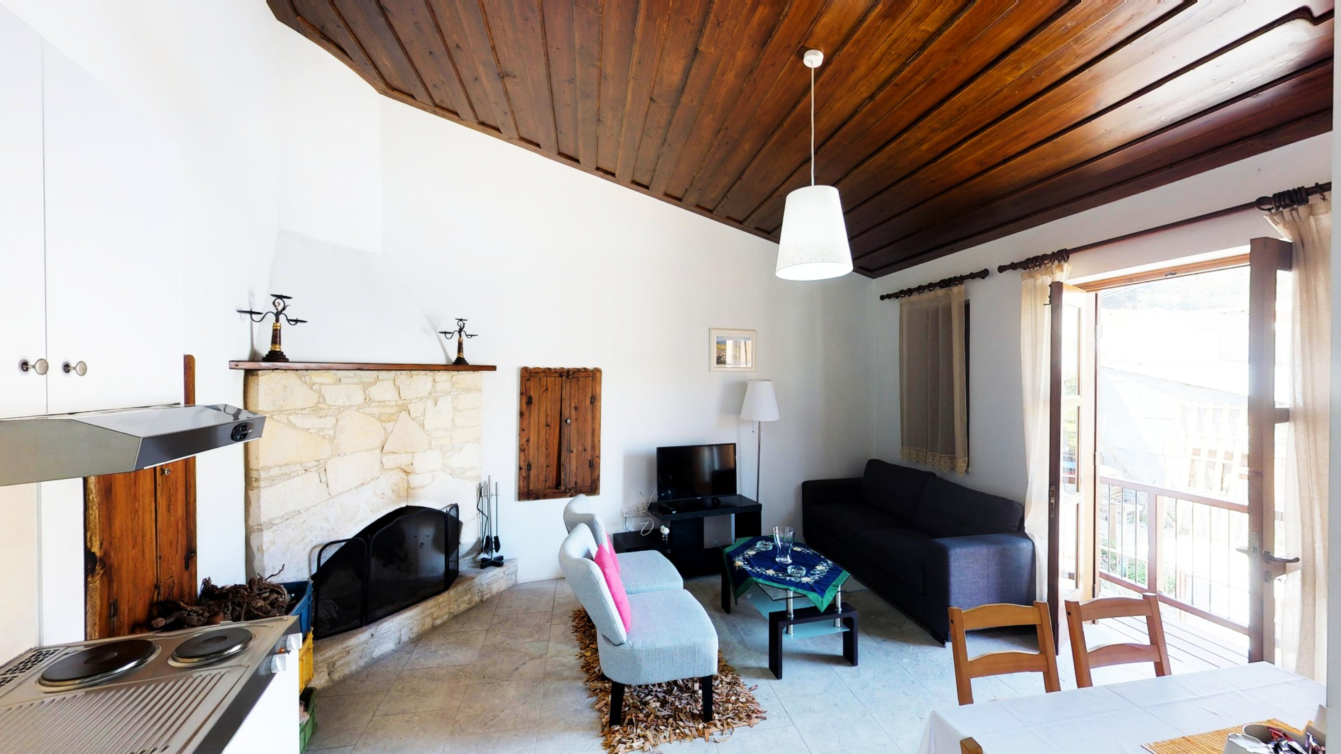 Yiannis Suite with Fireplace